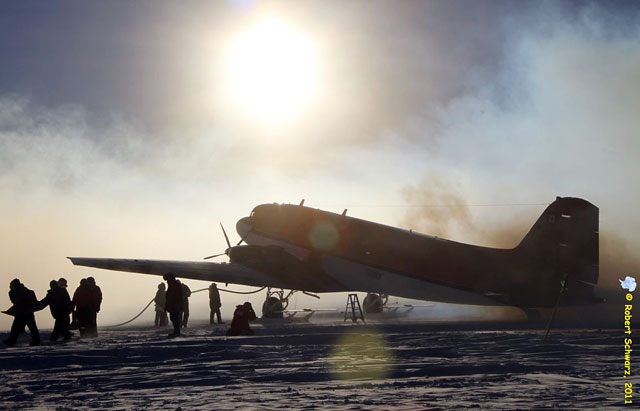 news_feat_first-planes-at-south-pole