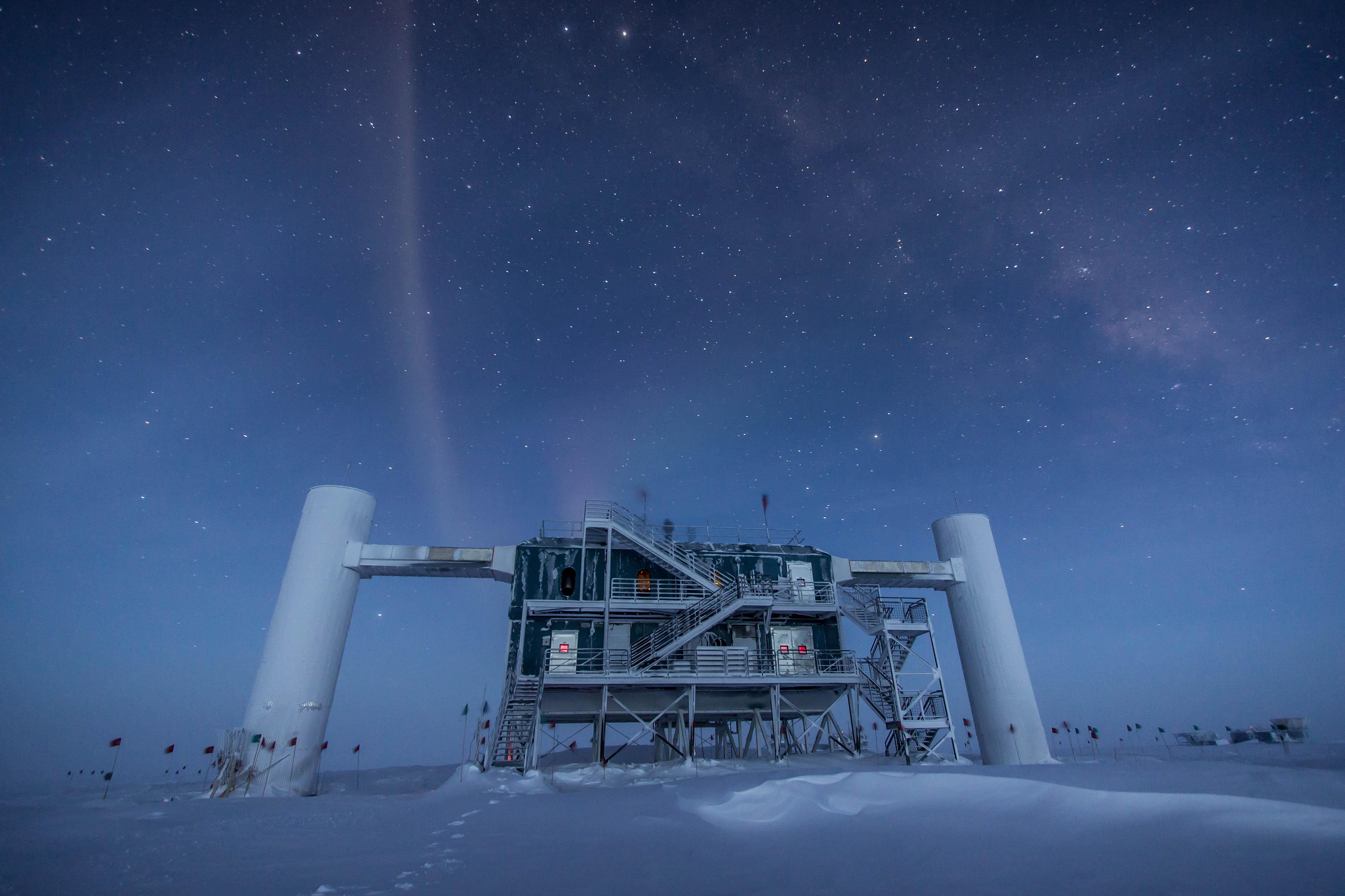 The IceCube Lab under the stars – 2013