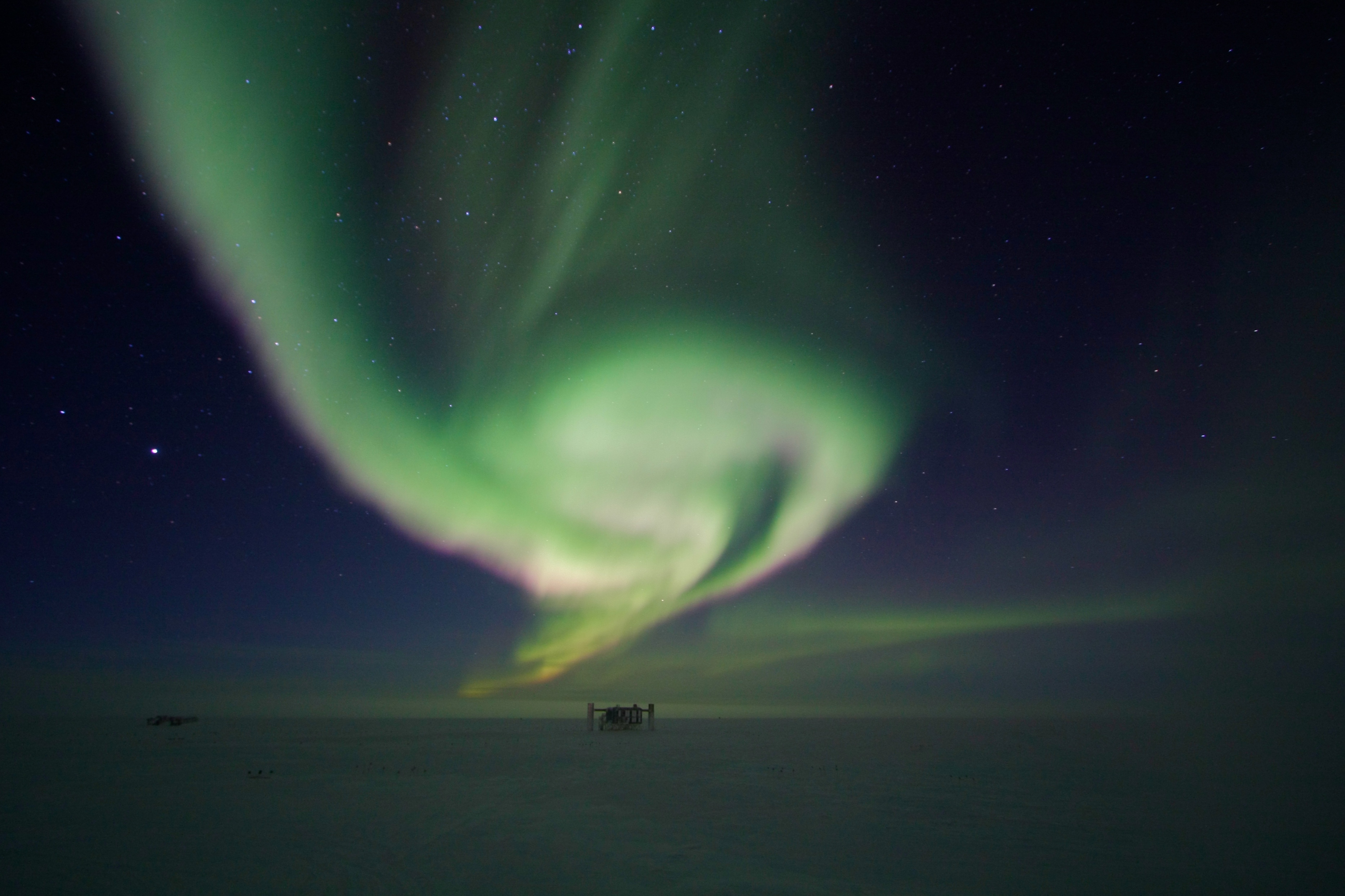 Swirling aurora with ICL on horizon