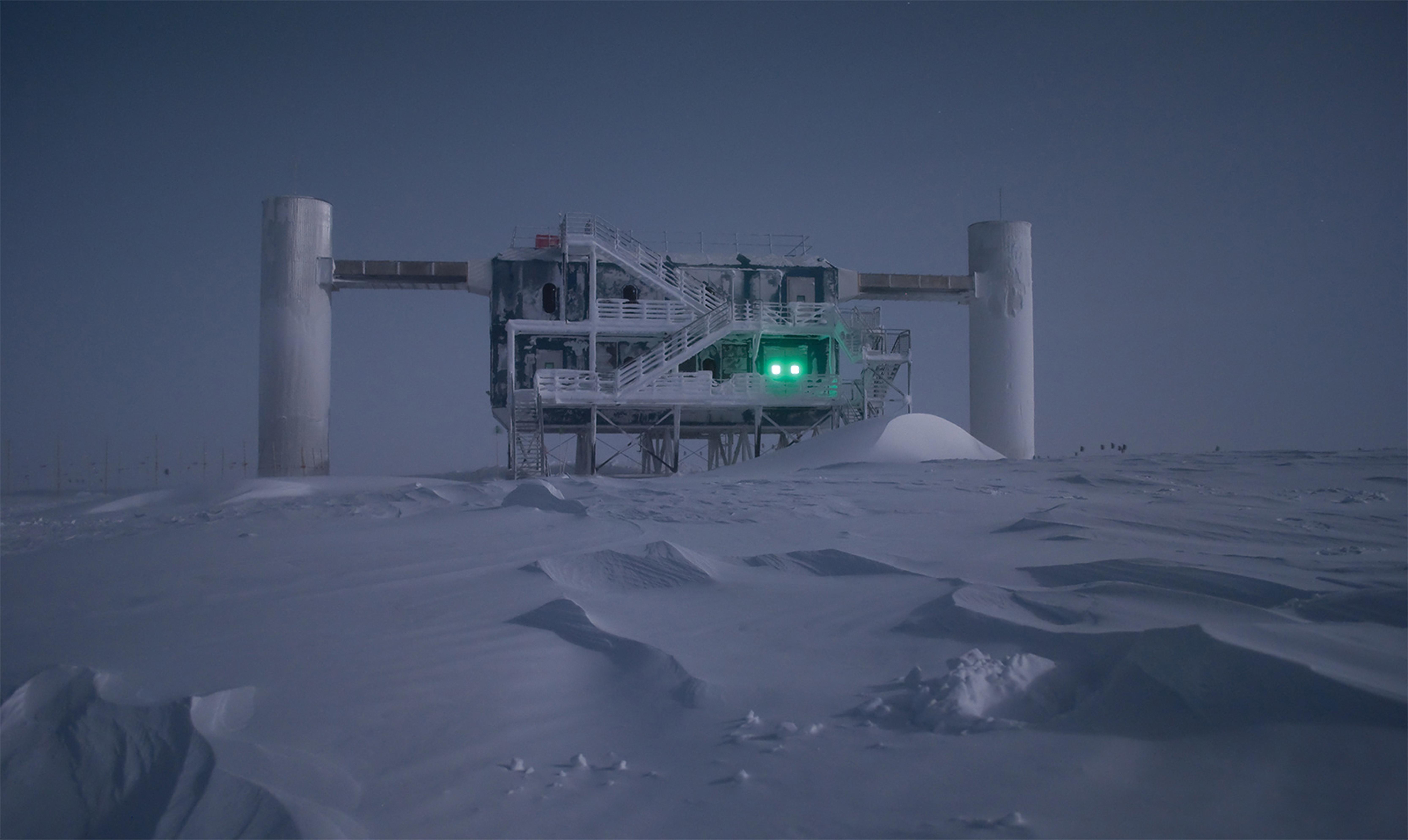 Frosty IceCube Lab in moonlight