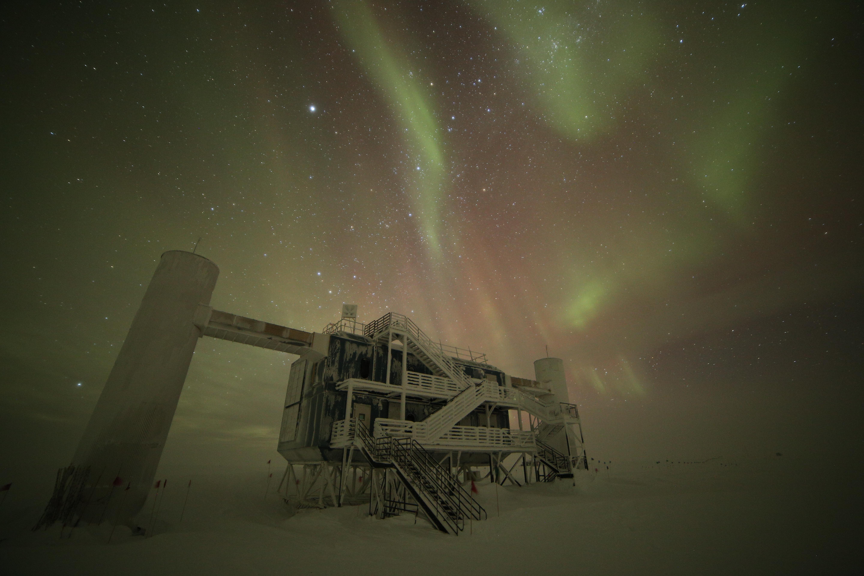 IceCube Lab with auroras, June 2016