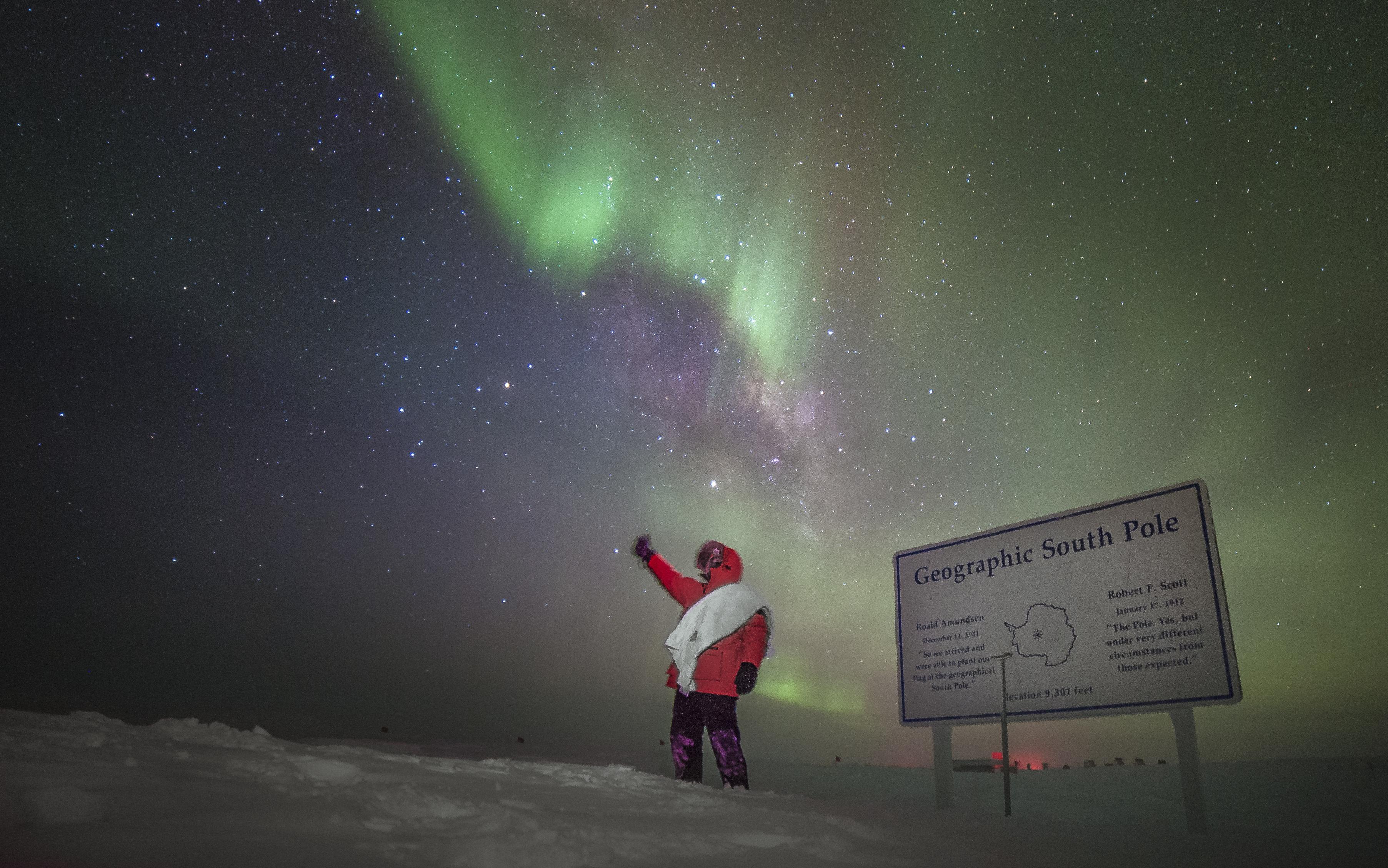 IceCube winterover under auroras